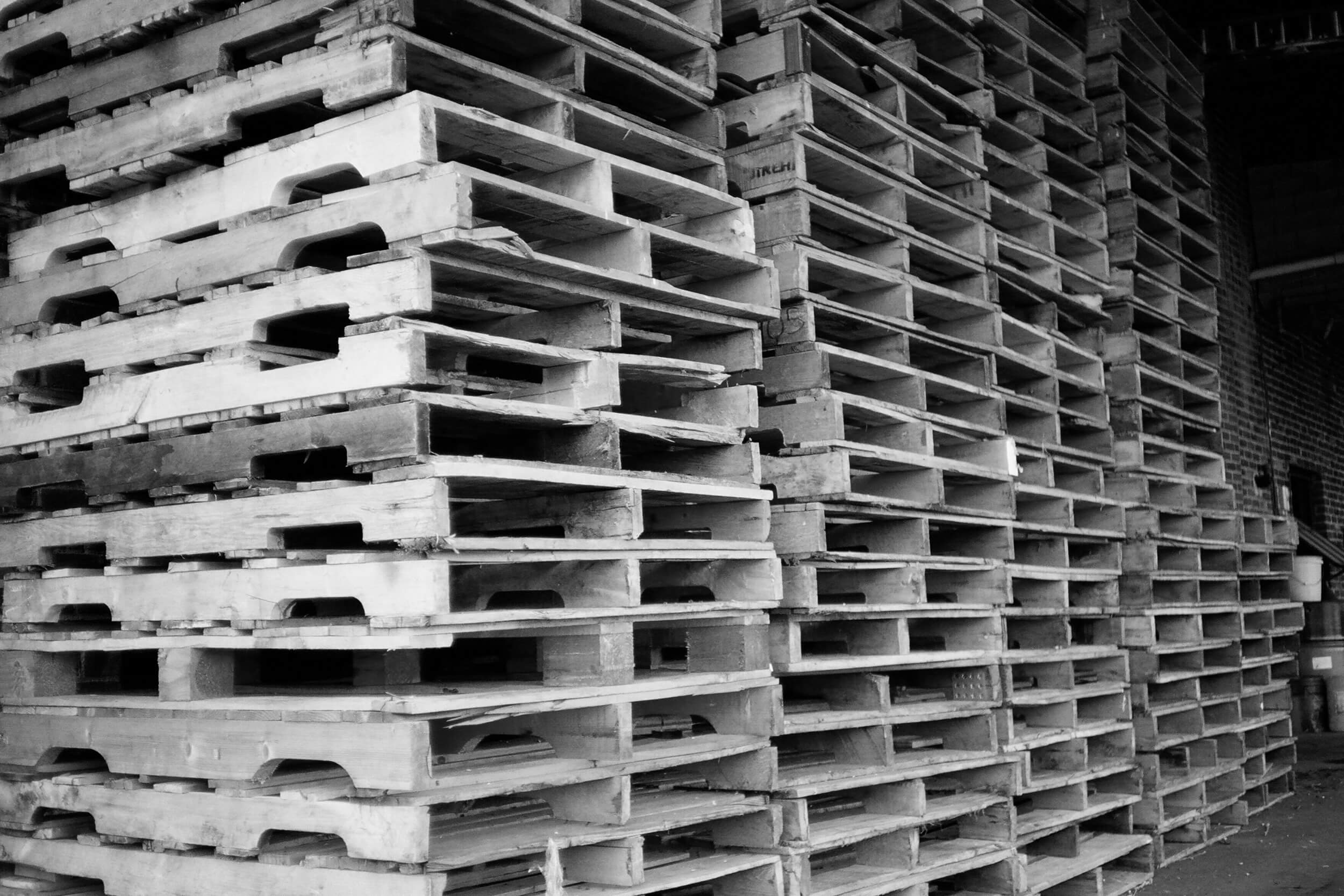 header-pallets-stacked-side-view - Nazareth Pallet Company